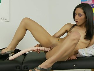 Brunette Tia Cyrus has some time to play with her muff