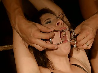 Brunette Patricia Dream gets anal satisfaction