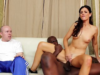 Brunette cutie India Summer lets Lex Steele insert his cock in her mouth