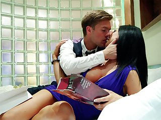 Brunette Jasmine Jae gets ruthlessly fucked in her mouth by lucky man
