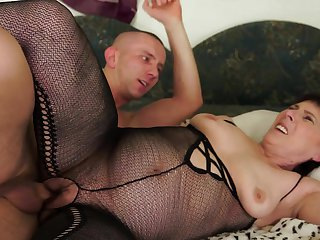 Mature with huge tits is in the mood for fucking