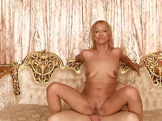 Mature has great dick sucking experience and expands it with hard cocked bang buddy