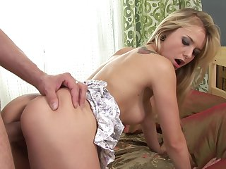 Blonde Bella Baby takes dude's sturdy dick deep in her mouth