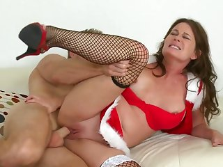 Brunette Bella Roxx enjoys fuck hole stretching in insane pornaction with Levi Cash