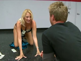 Blonde Dallas Diamondz and Levi Cash have oral sex for cam for you to watch and enjoy