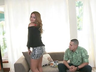 Brunette temptress does oral job for hard dicked dude to enjoy
