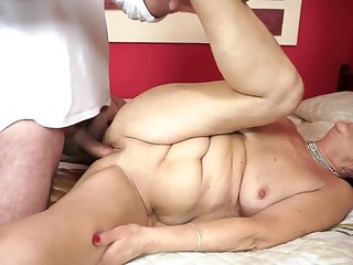 Brunette with big tits puts her soft lips on dude's sturdy cock