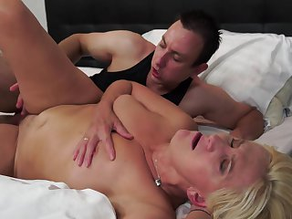 Boy fucks the hell out of blonde granny Fresia