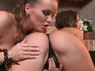 Brunette Silvia Saint lets Cindy Dollar stick her tongue in her lesbian cunt